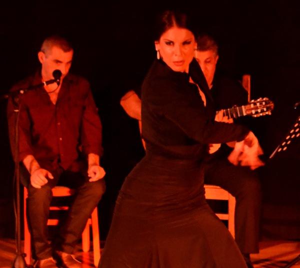 Sesi_la_pescaora_spectacle_Sentido1_compagnie_rosa_Negra